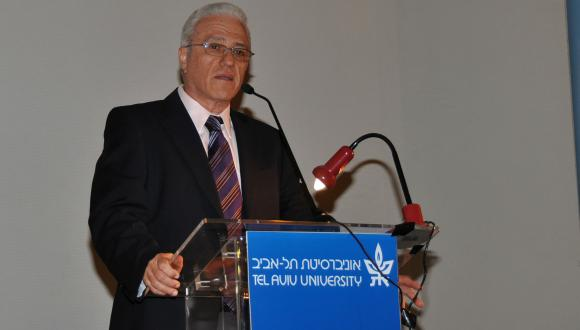 """סדרת הדקאן: """"מאדו לטוקיו: אמנות יפנית מודרנית ועכשווית (מאות 21-17)"""""""