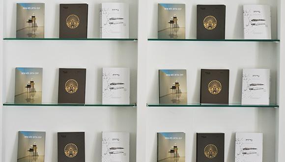מכירת הקטלוגים של הגלריה האוניברסיטאית לאמנות יוצאת לדרך!